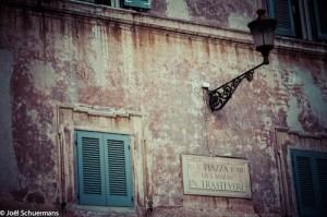Détails d'une façade dans le quartier du Trastevere