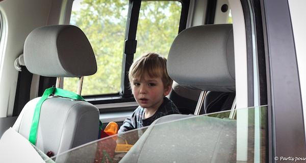 Comment survivre à un voyage en voiture avec deux enfants ?