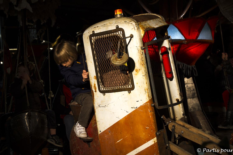 Folies foraine à la Friche la Belle de Mai. Marseille avec un enfant