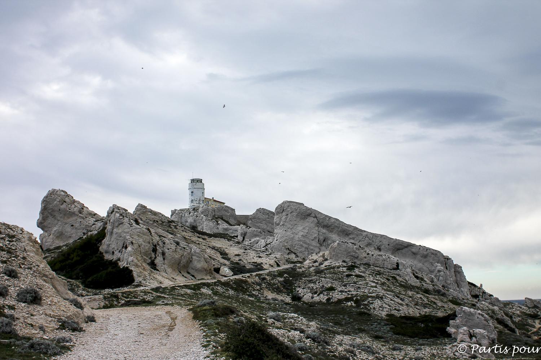 Sur l'île de Pomègues. Îles du Frioul. Marseille avec un enfant