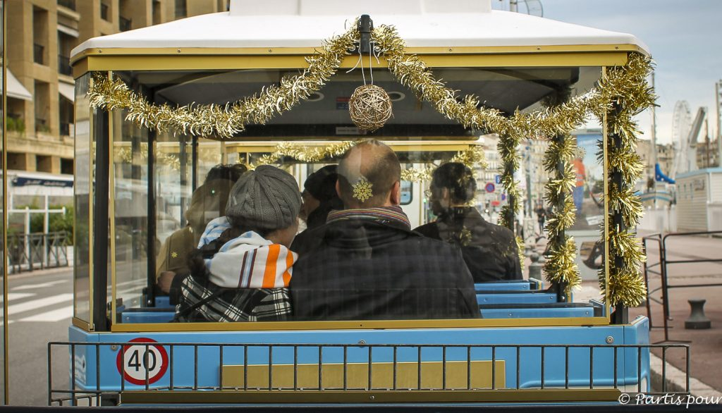 Petit train touristique de la Bonne Mère. Marseille avec un enfant