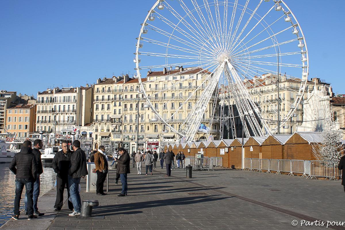 Sur le Vieux-Port en décembre. Marseille avec un enant