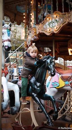 Carrousel Foire aux Santons Marseille avec un enfant