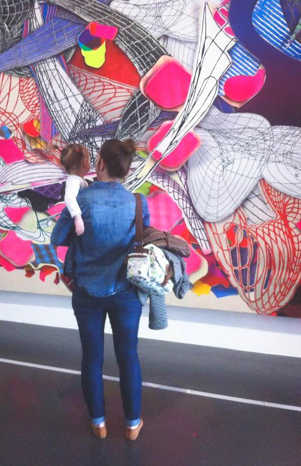 Musée avec un enfant Prune et Violette