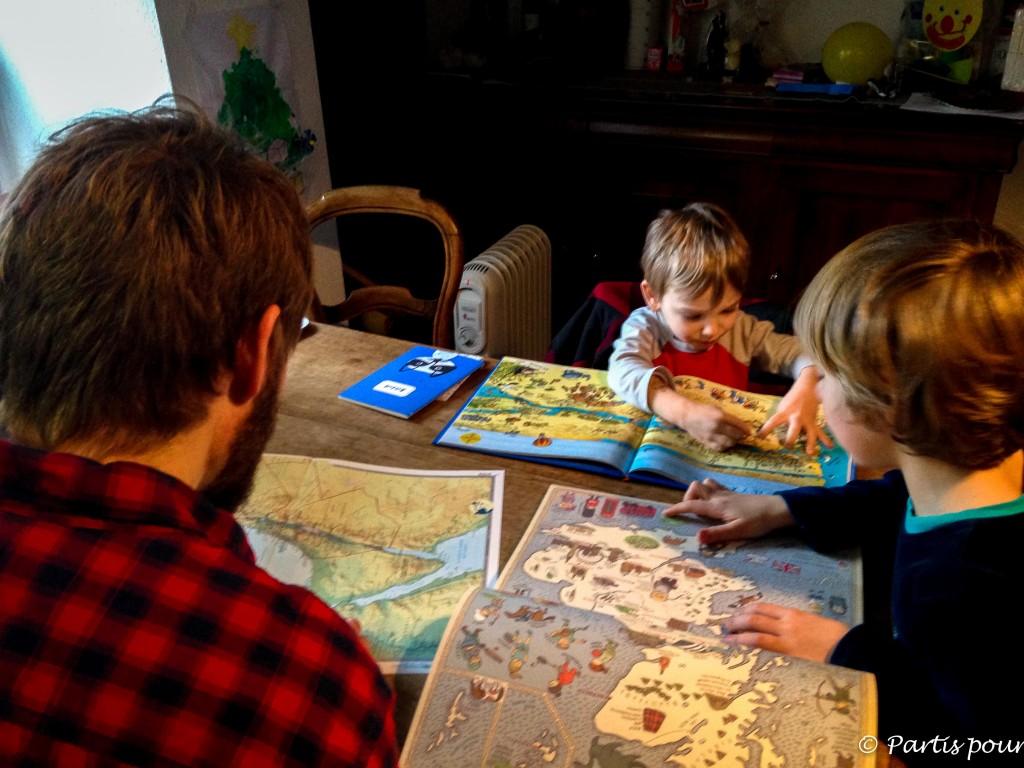 Petits plaisirs de mars Plongés dans les cartes