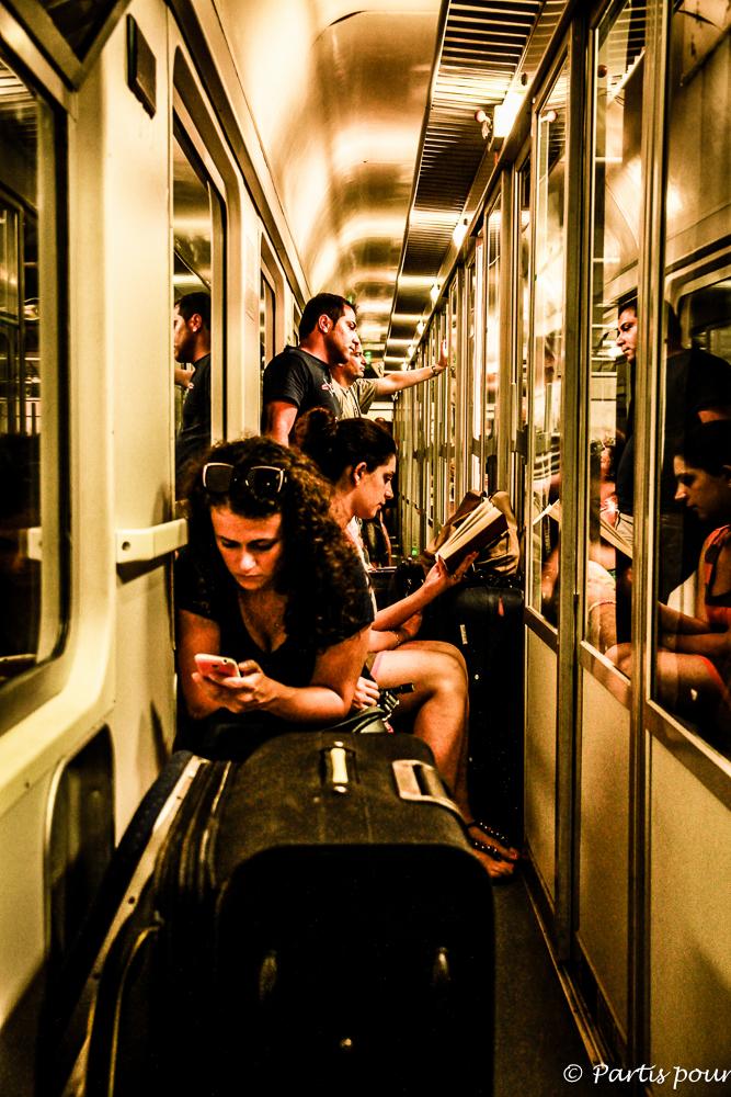 Dans le train vers Naples, Italie. Une photo, une histoire
