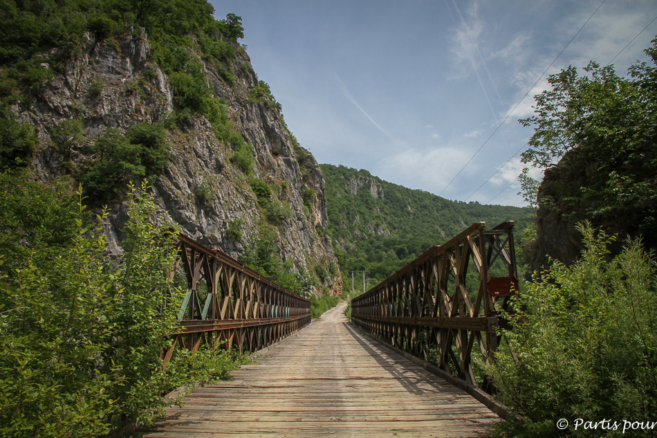 Vieux pont sur une piste, Bosnie-Herzégovine