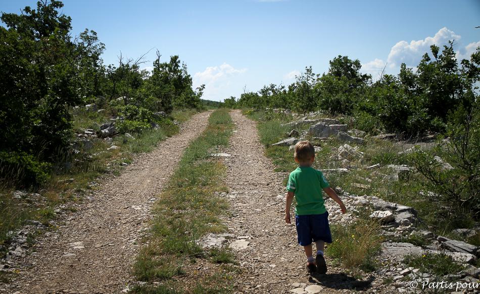 Rando sur la plateau de Podvelezje en Herzégovine, Bosnie-Herzégovine