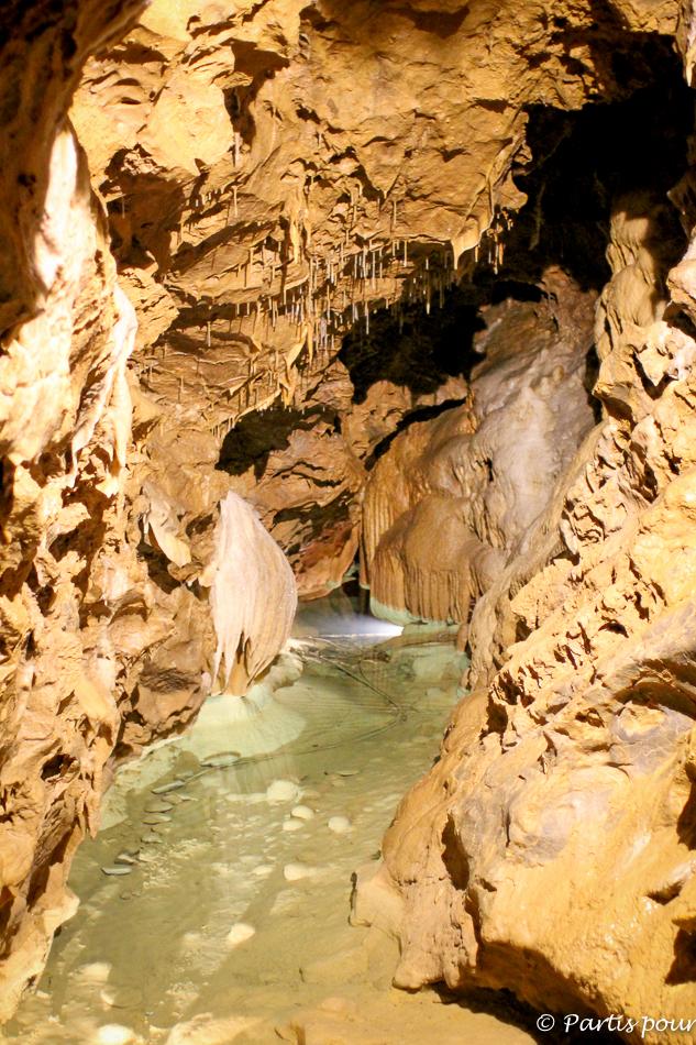 Grotte de l'Abîme de Combail-au-Pont. Activités Durbuy et aventures