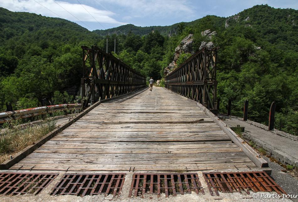 Pont à Dando. Cinq jours sur les routes de l'Herzégovine