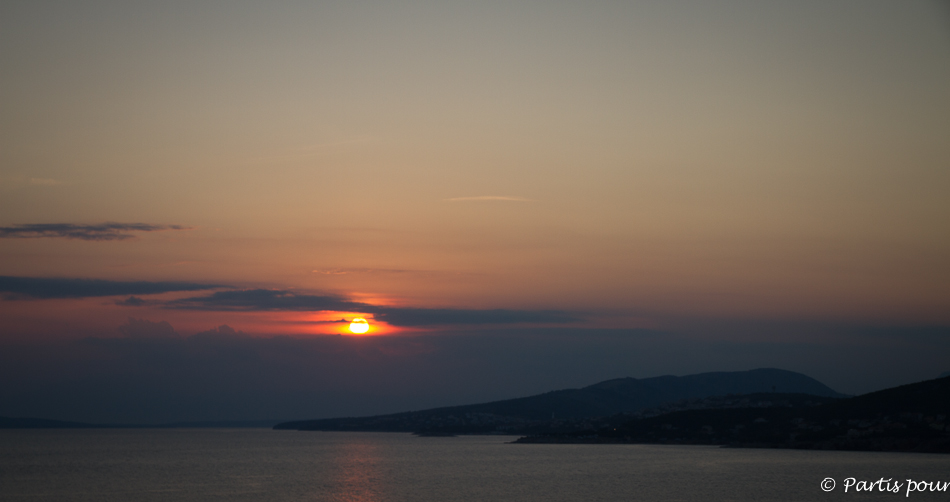 Coucher de soleil sur Klenovica, Croatie. Petits plaisirs de l'été.
