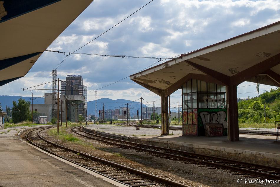 Quais de la Gare de Sarajevo. Trois semaines à Sarajevo