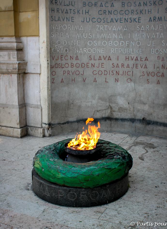 Flamme éternelle. Entrée de Ferhadija. Découvrir Sarajevo avec un enfant