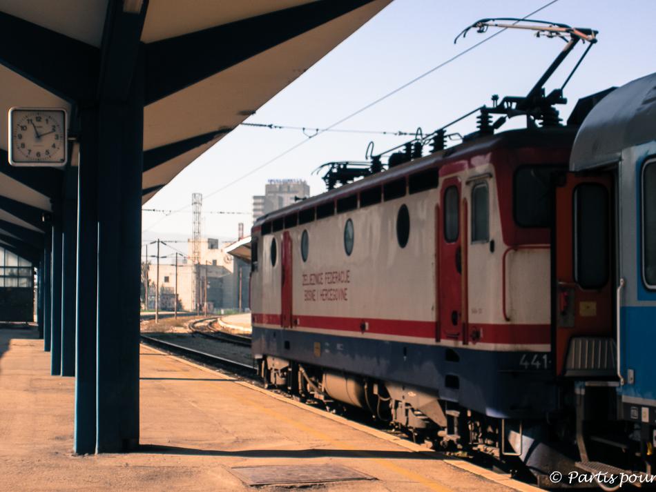 Gare de Sarajevo. Train au départ pour Belgrade en 2012. Sarajevo, un autre regard
