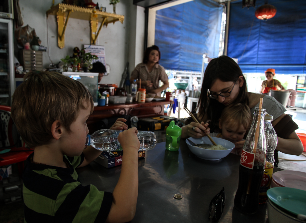 Restaurant à Bangkok, Thaïlande. Que faire en cas de ? Risque sanitaire en voyage
