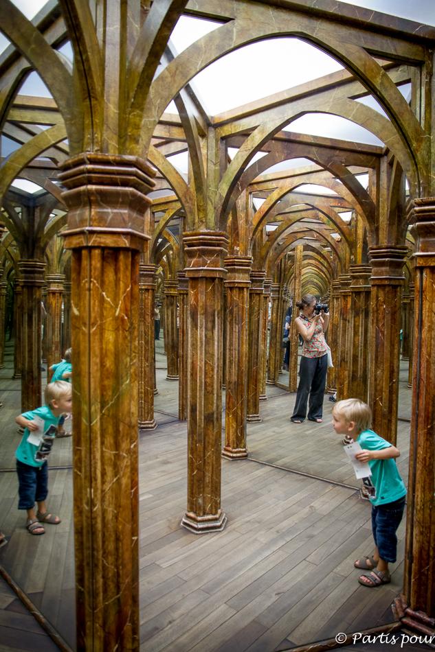 Se perdre dans les allées du Labyrinthe des Glaces à Petrin. Prague avec un enfant