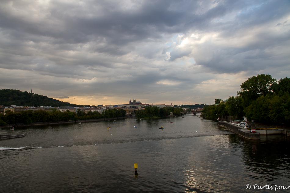 La Vltava. Prague avec un enfant
