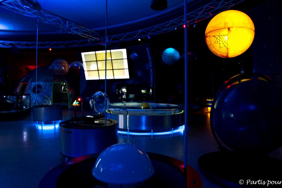 Au planétarium de Prague. Parc Stromovka. Prague avec un enfant