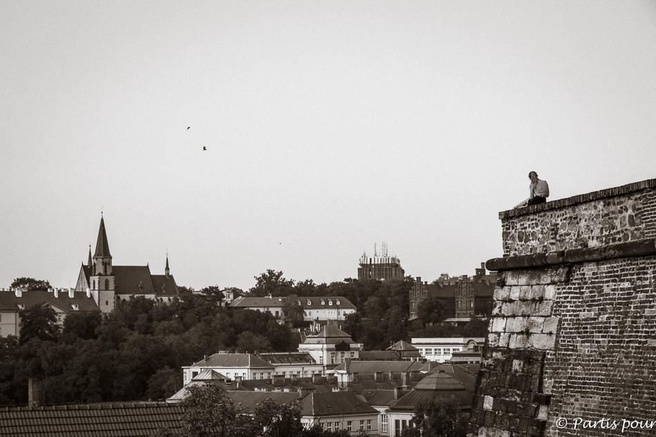 Instant sur les remparts de Vysehrad. Prague avec un enfant