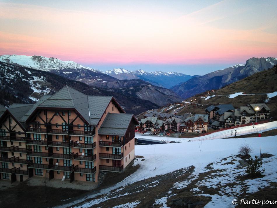 Bilan 2015. Lever de soleil sur Valmeinier, Savoie, France