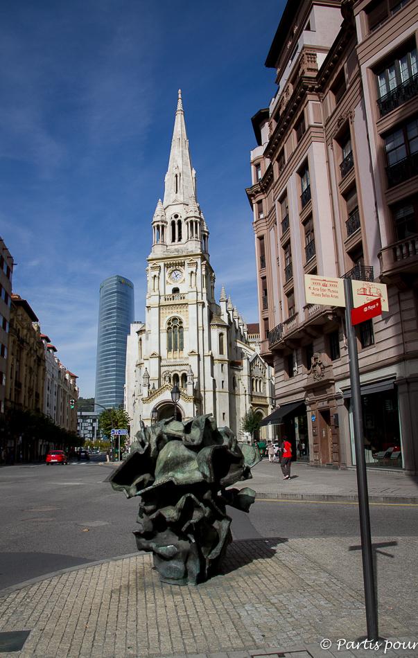 Contraste dans les rues de Bilbao