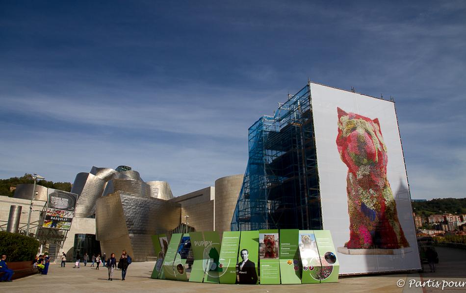 Puppy devant le Musée Guggenheim à Bilbao