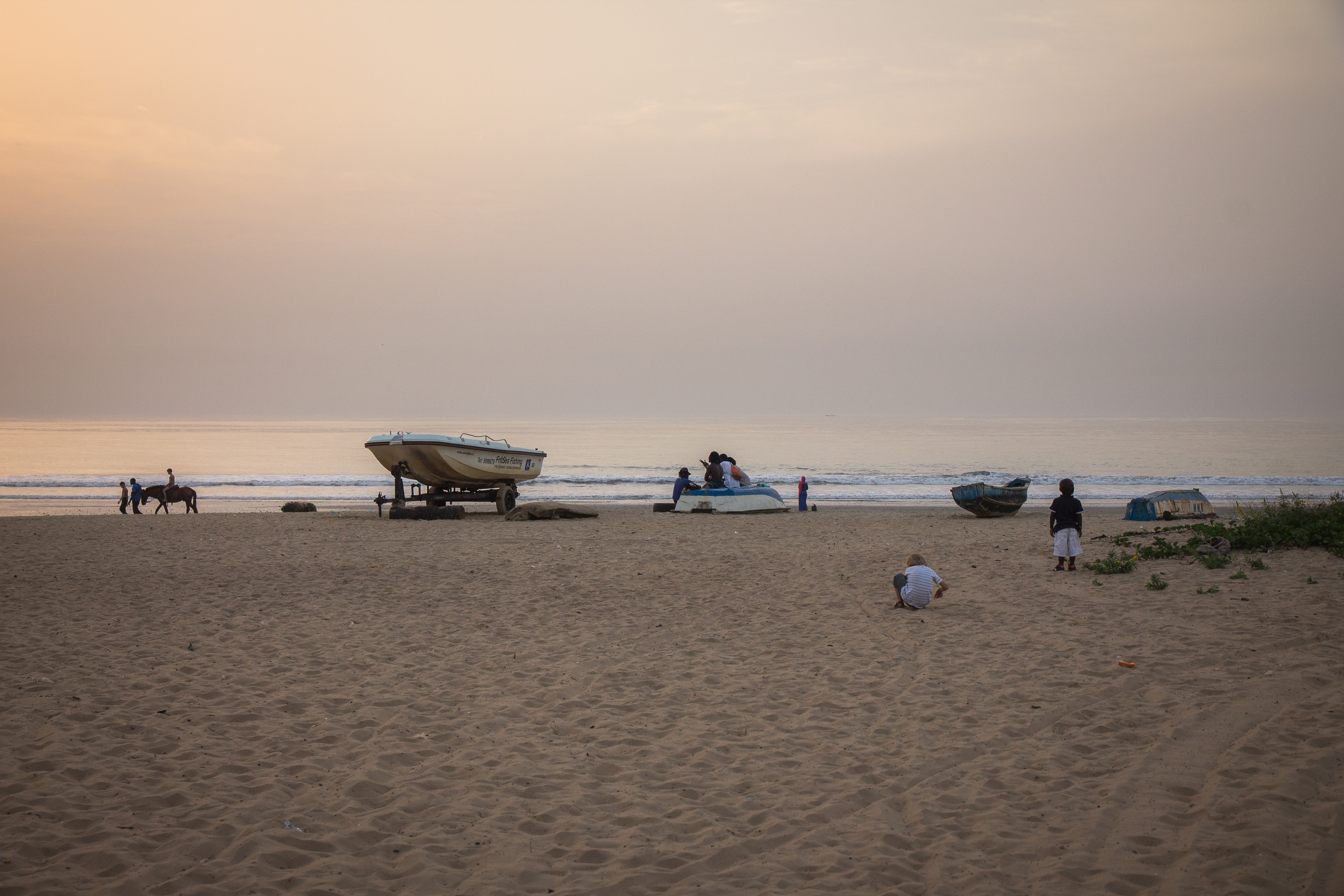 Sur la plage à Bijilo en Gambie. Itinéraire d'un voyage au Sénégal