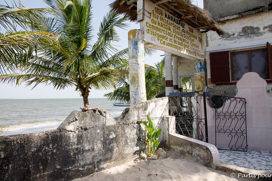 Entrée du campement Chez Hellena à Carabane. Itinéraire d'un voyage au Sénégal