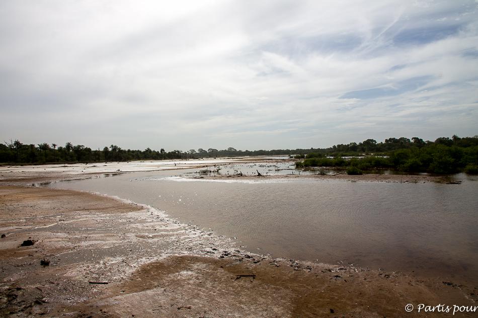 Vue depuis la terrasse de la case au campement villageois de Kabadio. Itinéraire d'un voyage au Sénégal