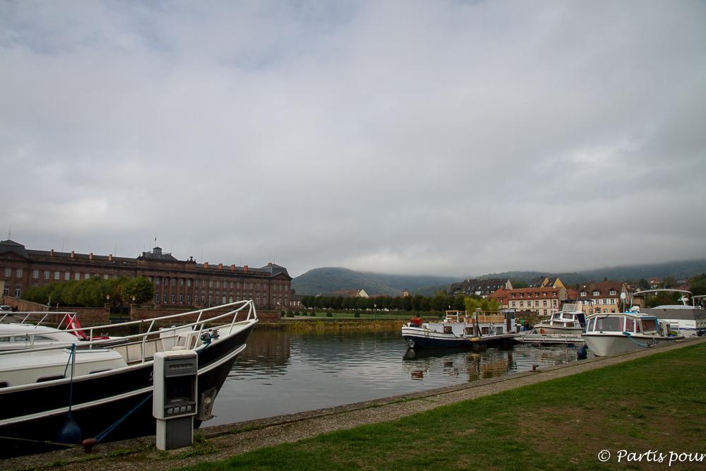 Le port de Saverne. L'Alsace avec un enfant