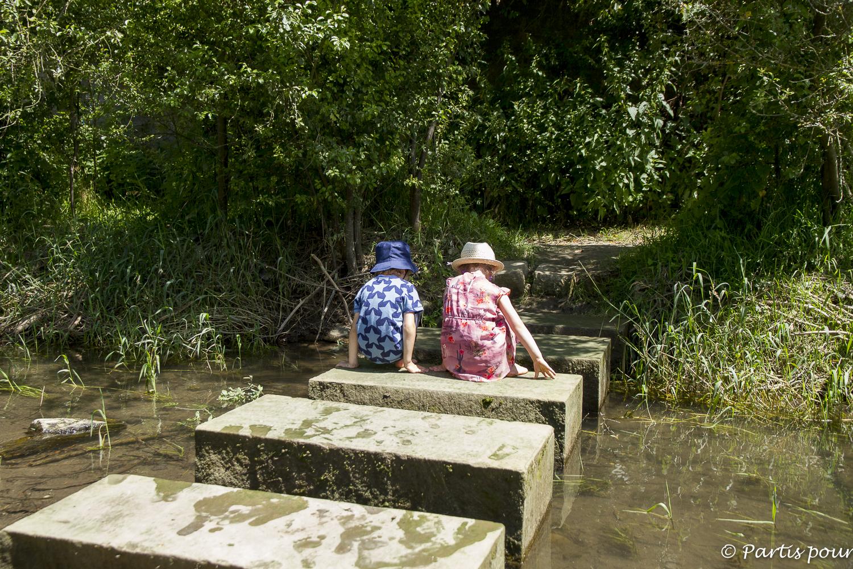Sentier pieds nus SensoRied de la Maison de la Nature de Muttersholtz. L'Alsace en famille