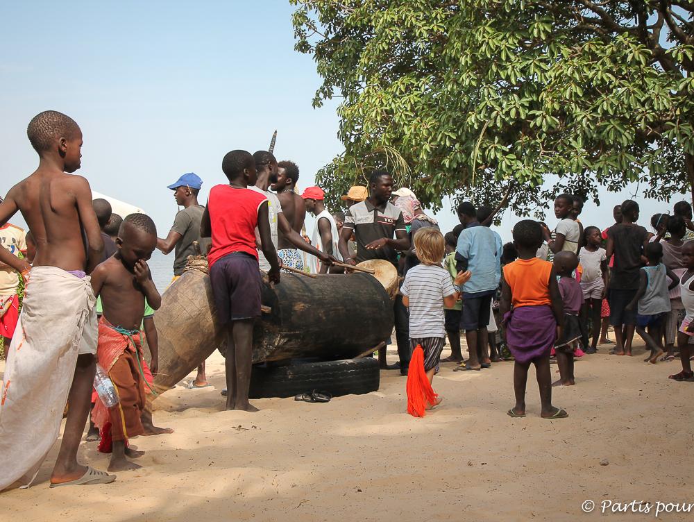 Se mêler à la danse traditionnelle diola à Cachouane, Casamance, Sénégal. Donner du sens au voyage
