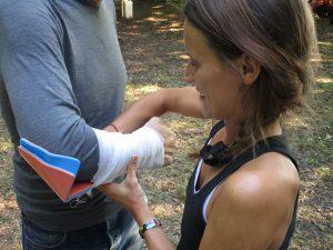 Poser une attelle SAM Splint en cas de fracture du radius.