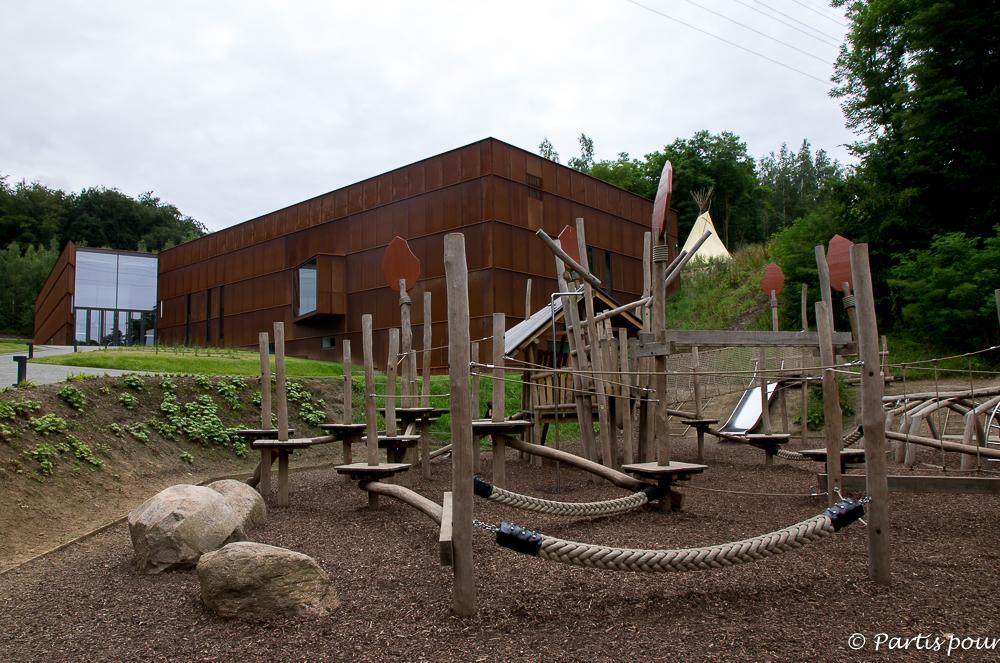 Foyer du Préhistomuseum et plaine de jeux mammouth à Flémalle. La Province de Liège en famille