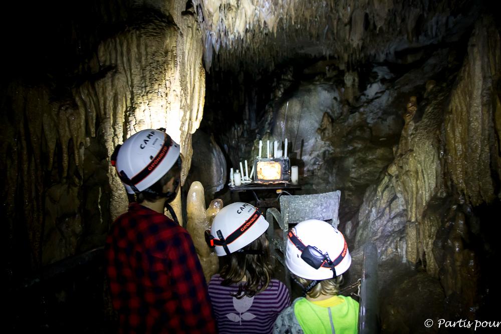 Visite de la Grotte de Ramioul au Préhistomuseum. La Province de Liège en famille