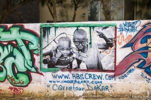 Street art sur l'île de NGor. Dakar avec un enfant