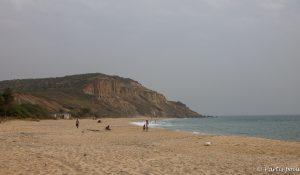 Les falaises de Popenguine. Dakar avec un enfant