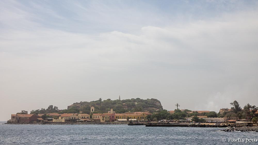 En arrivant à Gorée. Dakar avec un enfant