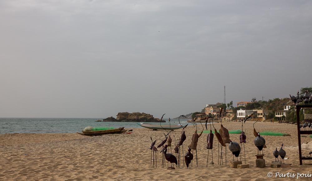 Sur la plage de Popenguine. Dakar avec un enfant
