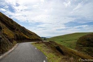 En route vers le phare de Gorliz. Gorliz, entre mer et montagnes. Pays-Basque, Espagne