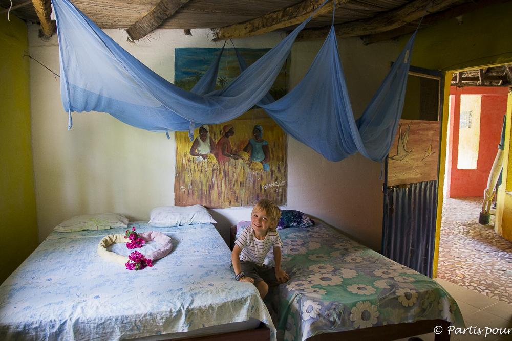Chambre dans la case à impluvium du Campement Sounka à Cachouane, Casamance, Sénégal