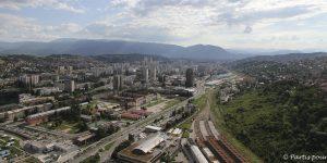 Vue panoramique sur Novo Sarajevo et sa gare. Bosnie-Herzégovine