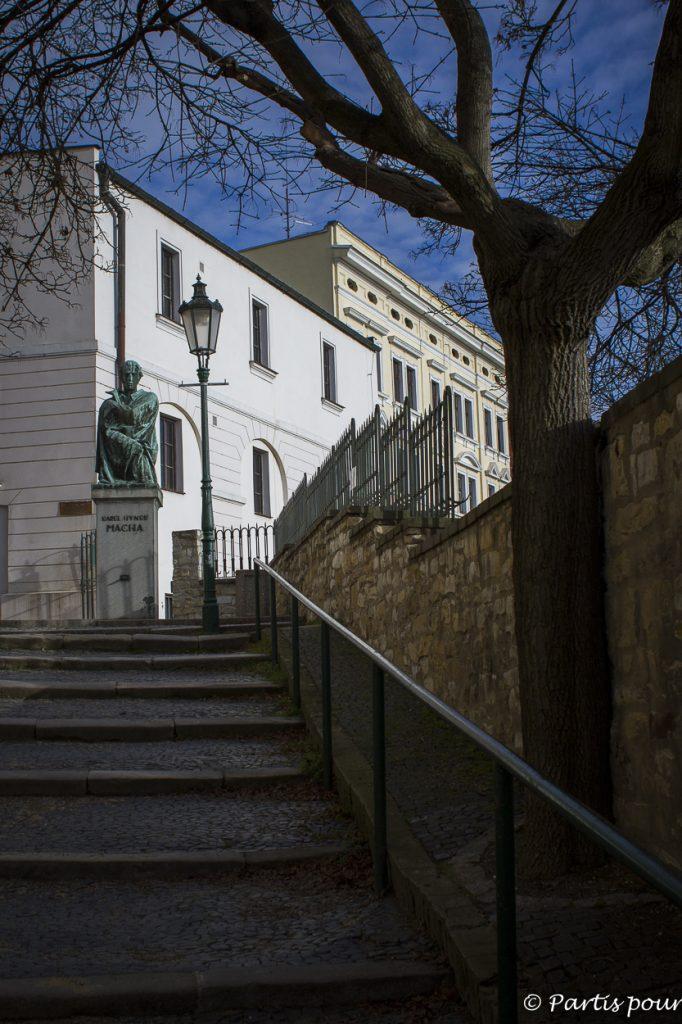 Statue du poète Karel Hynek Macha à Litomerice, République tchèque