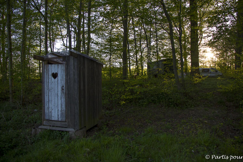 Notre campement dans les bois de Deulin, Porvince du Luxembourg, Belgique. Bilan vie nomade