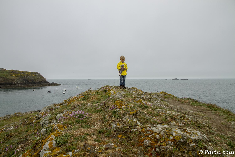 Le long de la côté près de Saint-Malo, Bretagne, France. Bilan d'une année de vie nomade