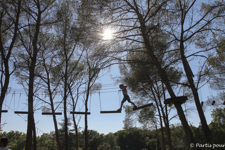 Faire de l'accrobranche dans les environs de l'Isle-sur-la-Sorgue, France. Bilan vie nomade