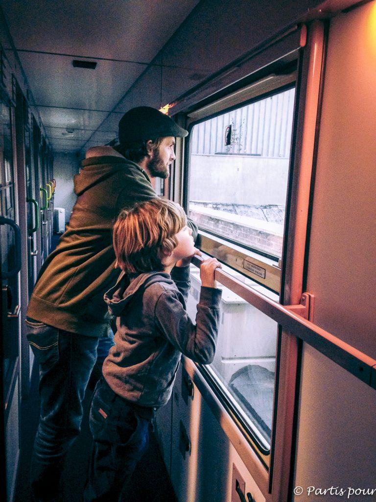Dans le wagon du Train Hostel. Un hébergement original pour un week-end à Bruxelles en famille