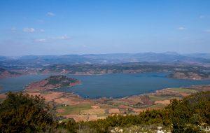 Le lac du Salagou depuis le Mont Liausson. Randonnée le cirque de Mourèze. Randonnées dans le Clermontais