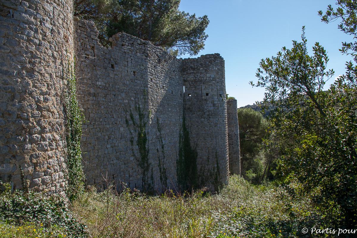 Château des Guilhem de Clermont-l'Hérault. Randonnées dans le Clermontais