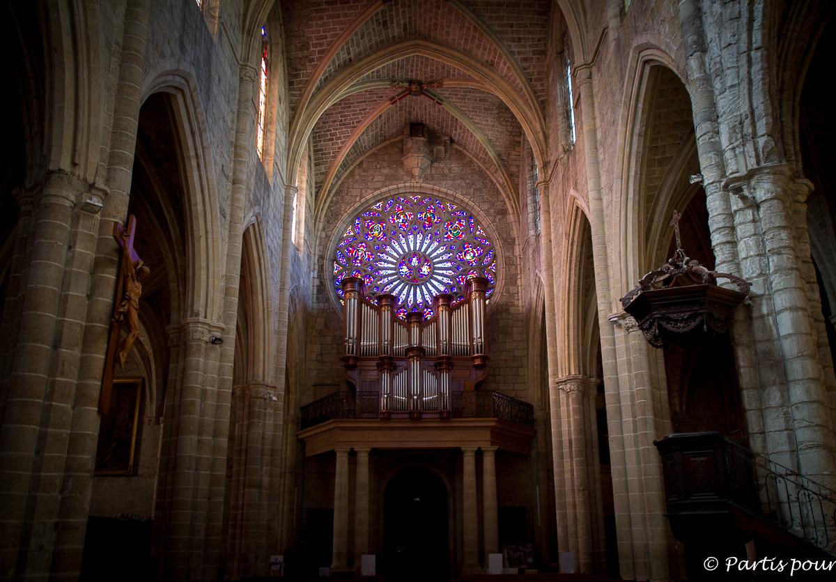 Rosace de l'Eglise Saint Paul de Clermont-l'Hérault. Randonnées dans le Clermontais